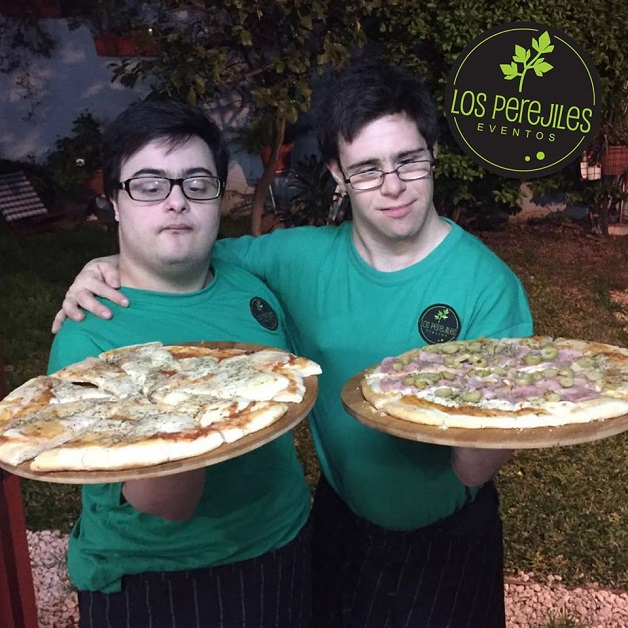 los-perejiles-servindo-as-pizzas-servico-completo