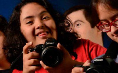 Galera do Click ensina fotografia para jovens com síndrome de Down