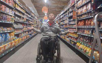 Guias para deficientes em supermercados. Projeto de lei propõe assistência ao consumidor.