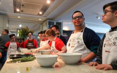 Síndrome de Down na gastronomia. Projeto Social Chef forma futuros cozinheiros.