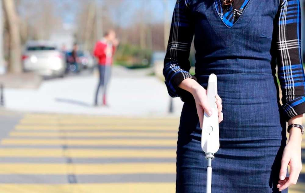 Crean bastón con Google Maps para personas con discapacidad visual